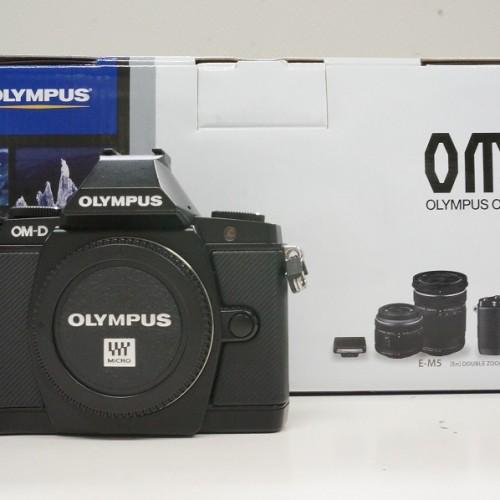 オリンパスのミラーレスカメラ「OM-D E-M5 ダブルズームキット」買取実績