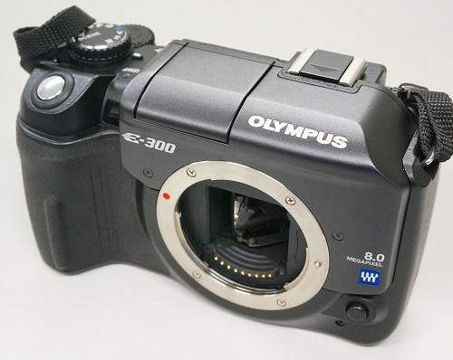 オリンパスのデジタル一眼レフカメラ「E-300」買取実績